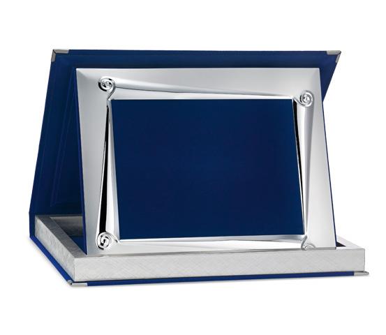 Astucci per targhe in velluto blu con profilo Siver Plated AS 12 P1