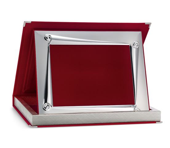 Astucci per targhe in velluto rosso con profilo Siver Plated AS 12R P1