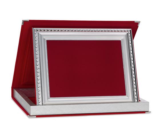 Astucci per targhe in velluto rosso con profilo Siver Plated AS 12R P3